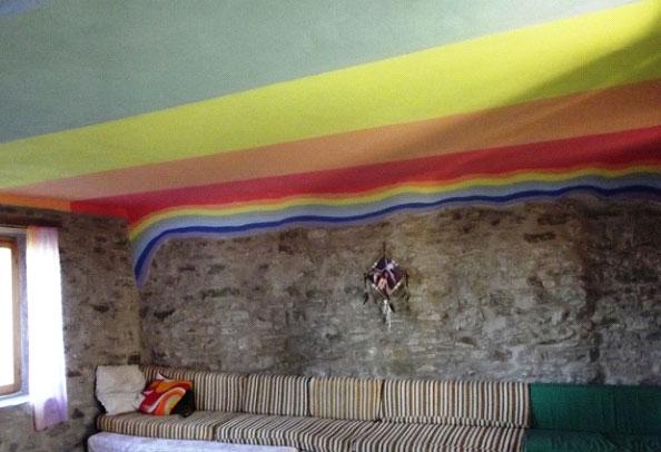 particolare della stanza arcobaleno